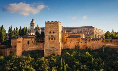 Всемирно известный замок Альгамбра - Фото
