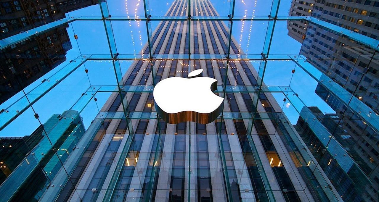 Apple снова закрывает магазины в США из-за роста заболевших COVID-19 - Фото