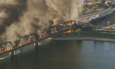 В Аризоне загорелся сошедший с рельсов поезд - Фото
