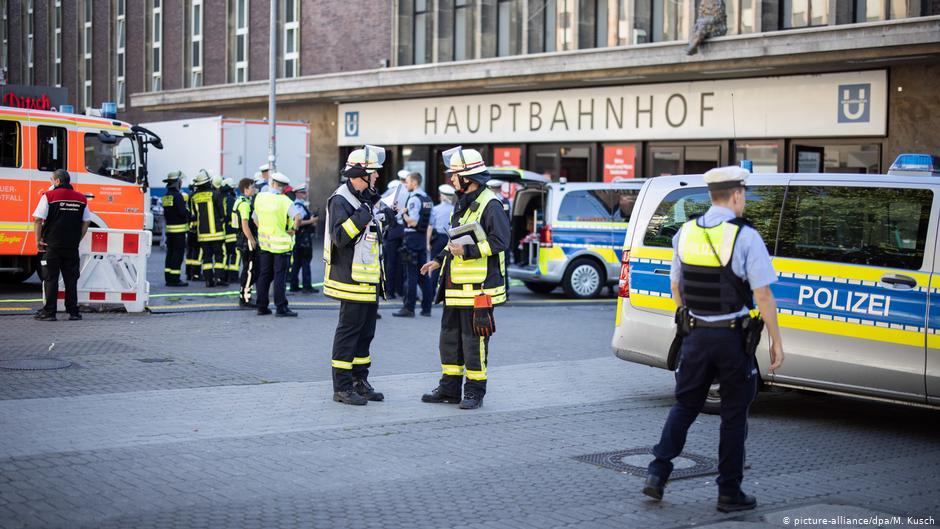 Вокзал Дюссельдорфа оцеплен из-за попытки поджога - Фото