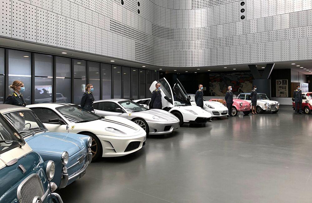 Музей в Турине пополнила коллекция автомобилей неплательщика налогов - Фото