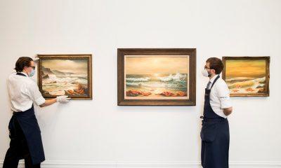 Бэнкси пожертвовал серию картин благотворительному аукциону - Фото