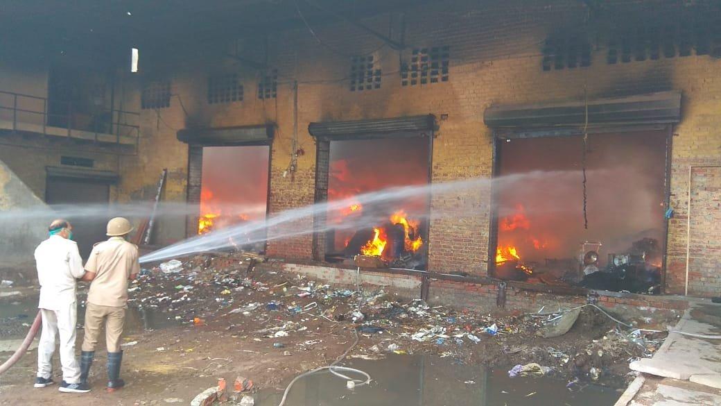 При взрыве на фабрике в Индии погибли семь человек - Фото