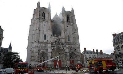Власти Франции возьмут на себя затраты по восстановлению собора в Нанте - Фото