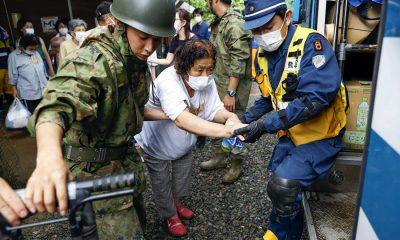 В Японии из-за наводнений и оползней погибли более 60 человек - Фото