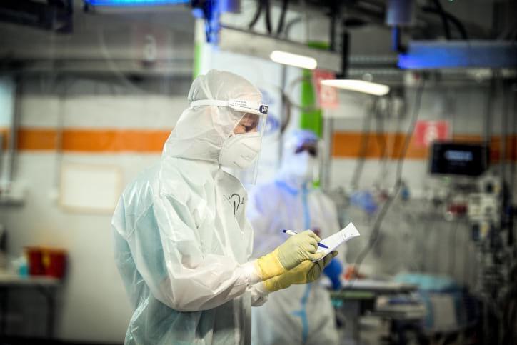 В Израиле установлен новый рекорд по числу заболевших COVID-19 - Фото