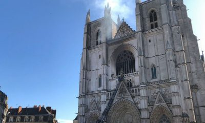 Следователи изучают версию поджога собора в Нанте - Фото