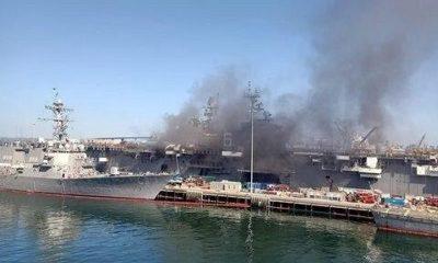 На американской военно-морской базе в Сан-Диего загорелся корабль - Фото