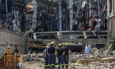 Свыше 60 человек пропали без вести после взрыва в Бейруте - Фото