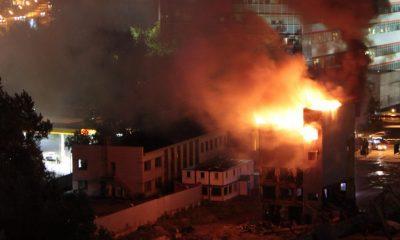 Десять человек погибли при пожаре в индийском отеле, где находились больные COVID-19 - Фото