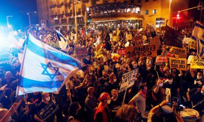 Около 15 тысяч человек митингуют у резиденции Нетаньяху в Иерусалиме - Фото
