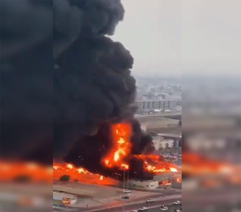 В городе Аджман в ОАЭ сгорел рынок - Фото
