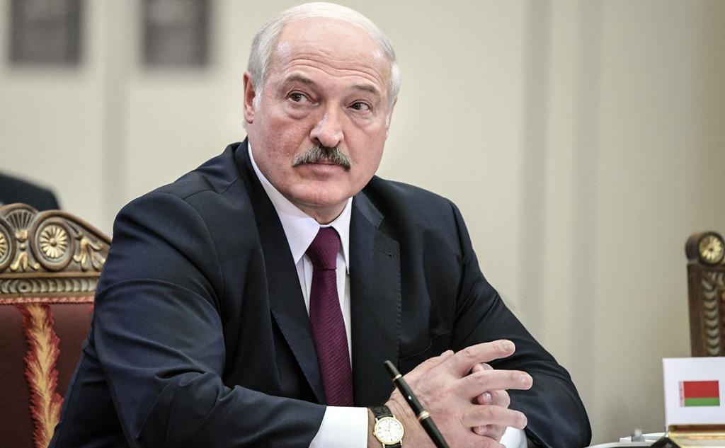 Лукашенко заявил о закрытии границ с Польшей и Литвой - Фото