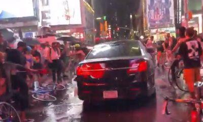 В центре Нью-Йорка машина протаранила толпу протестующих - Фото