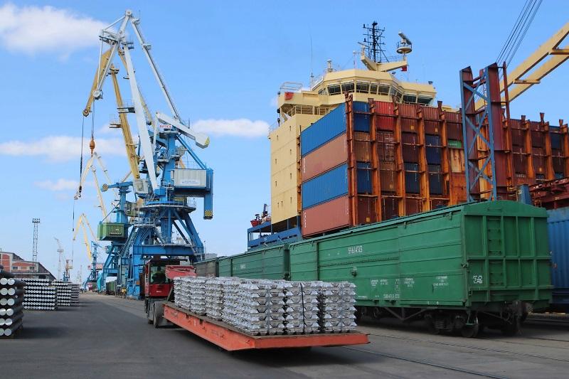 Лукашенко заявил о готовности строить морской порт в России - Фото