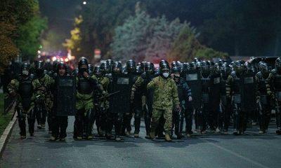 В Бишкеке в ходе столкновений пострадали 190 сотрудников милиции - Фото