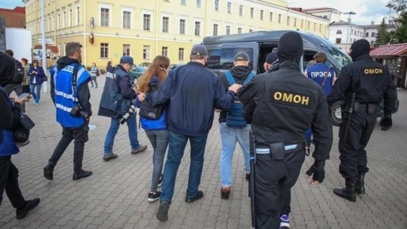 В Витебске задержали нескольких журналистов - Фото
