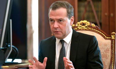 Медведев заявил о повторении сценария свержения властей под прикрытием «демократии» - Фото