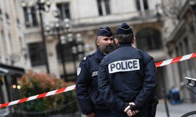 Во французском Лионе неизвестные пригрозили обезглавить мэра - Фото