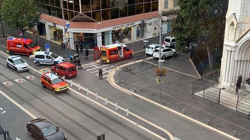 В Ницце вооруженный ножом неизвестный напал на людей - Фото