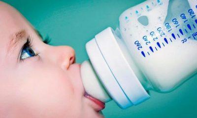 Ученые: детские бутылочки выделяют миллионы частиц микропластика - Фото