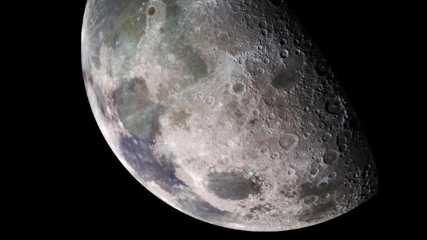 NASA обнаружило воду на солнечной стороне Луны - Фото