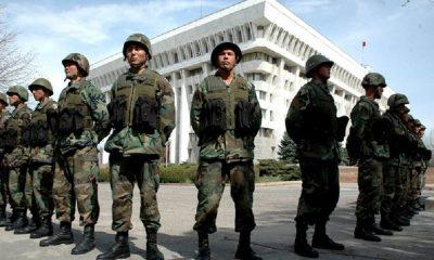 Власти Киргизии вернули под свой контроль здание парламента - Фото