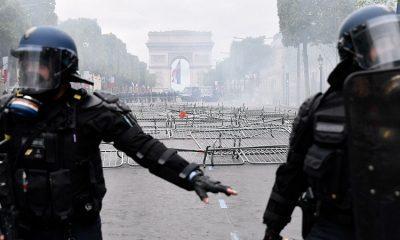 Полиция Парижа применила слезоточивый газ на акции протеста - Фото
