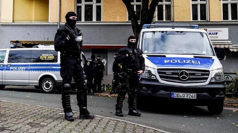 В немецком Оберхаузене мужчина ранил холодным оружием 4 человека - Фото