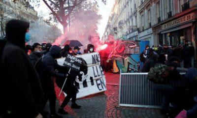 Во Франции в ходе протестов пострадали более 60 полицейских - Фото
