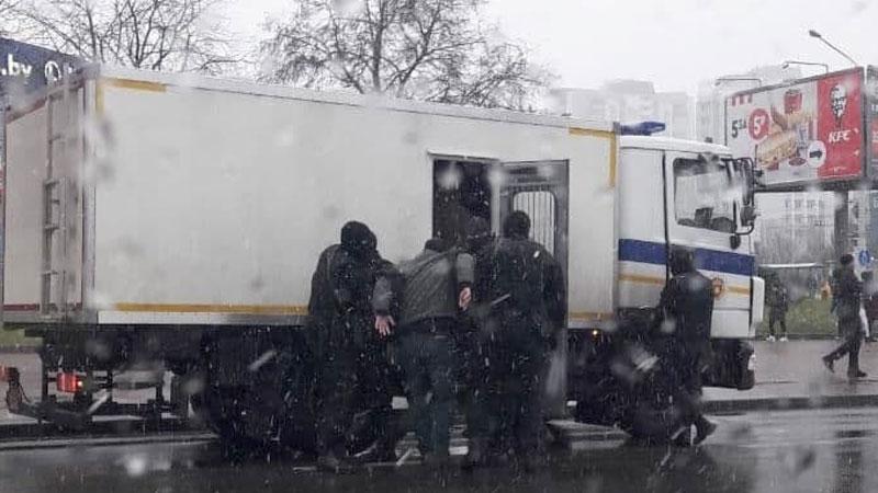 Более 170 человек было задержано на акциях протеста в Беларуси 29 ноября - Фото