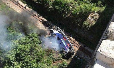 В Бразилии автобус с туристами рухнул с моста, 14 человек погибли - Фото