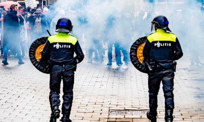 В ходе беспорядков в Роттердаме 10 полицейских получили ранения - Фото