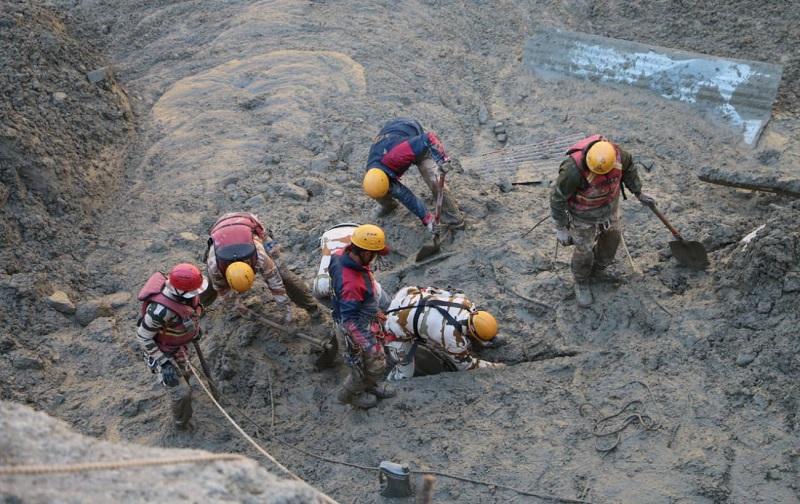 Число погибших при сходе ледника в индийском Уттаракханде возросло до 67 - Фото