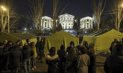 Сторонники оппозиции прибывают в палаточный лагерь в центре Еревана - Фото