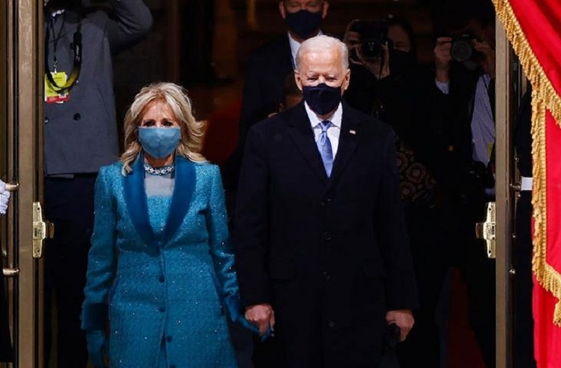 Джо Байден почтит минутой молчания память около 500 тыс. умерших от коронавируса COVID-19 американцев - Фото