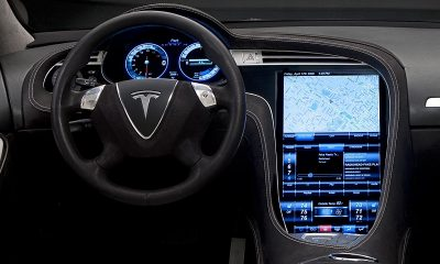 Tesla отзовет почти 135 000 автомобилей в США - Фото