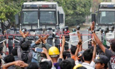 По меньшей мере 6 человек погибли при столкновениях протестующих с полицией в Мьянме - Фото