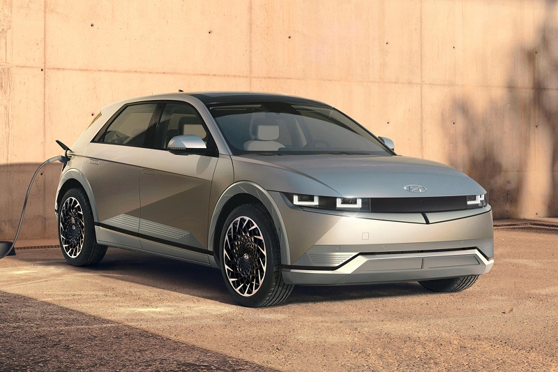 Hyundai запустил в производство первую модель электромобиля на базе E-GMP - Фото