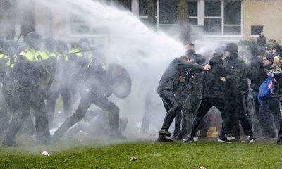 В Амстердаме 21 января на акции протеста задержали более 150 человек - Фото