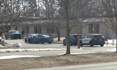 В США 16-летний подросток случайно взорвал самодельное взрывное устройство в школе - Фото