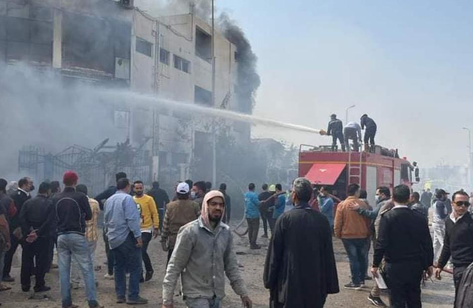 В Египте в результате пожара на швейной фабрике погибли 20 человек - Фото