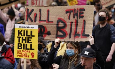 В Лондоне 3 апреля на акции протеста задержали более 100 человек - Фото