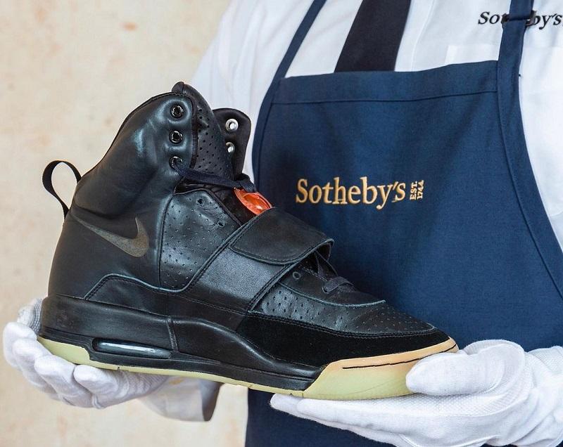 Кроссовки Канье Уэста были проданы за $1,8 млн - Фото