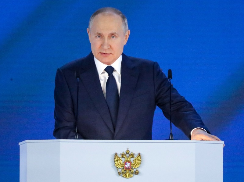 Путин осудил Запад за отсутствие реакции на попытку переворота в Беларуси - Фото