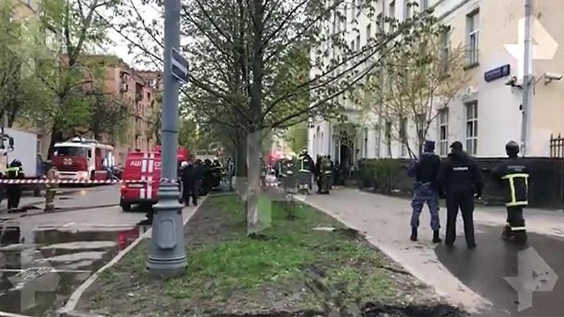 Три человека погибли в результате пожара в гостинице на юго-востоке Москвы - Фото