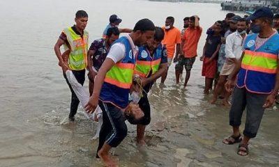 В Бангладеш 26 человек погибли при столкновении катера с баржей - Фото
