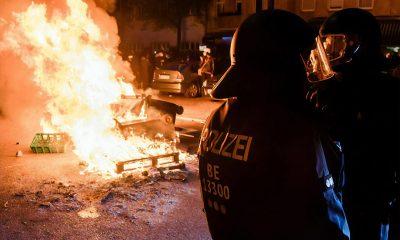 В Берлине на первомайских демонстрациях полиция задержала около 240 человек - Фото