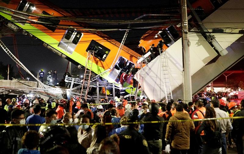 При обрушении метромоста в Мехико погибли 15 человек - Фото