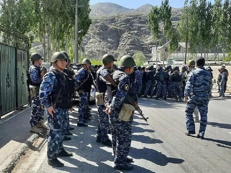 Кыргызстан и Таджикистан завершили отвод войск от границы - Фото